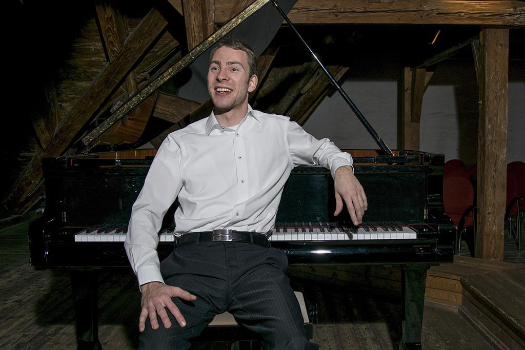 Carsten am Klavier
